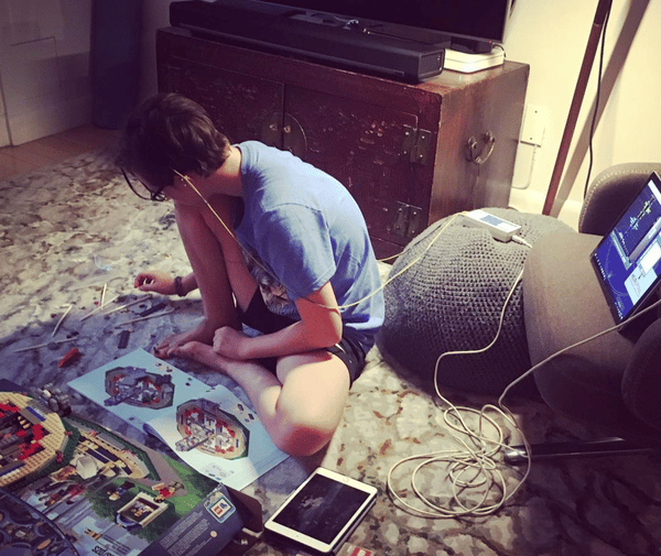 neurofeedback-at-home-playing-with-lego-during-session