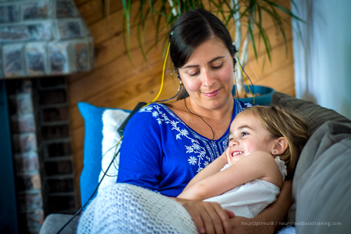 mother-during-a-neurofeedback-at-home-session